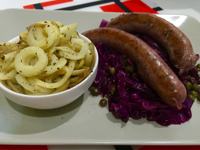 Braised sausages red cabbage and curly fries (4)